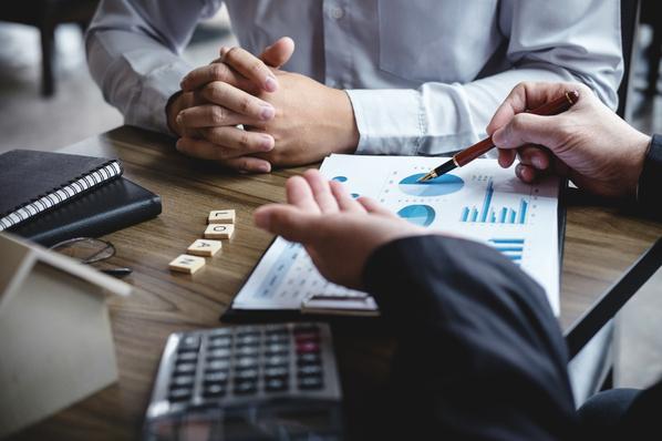 Crediti commerciali di lunga esigibilità, come monetizzare subito le fatture